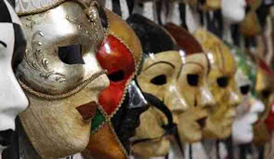 JunJung, la maschera e il carnevale